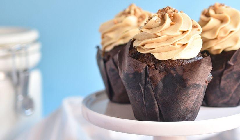 Muffins chocolate rellenos de caramelo salado
